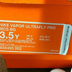 Nike Shoes - Boys baseball cleats